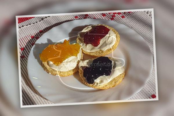 Scoones und Clottered Cream